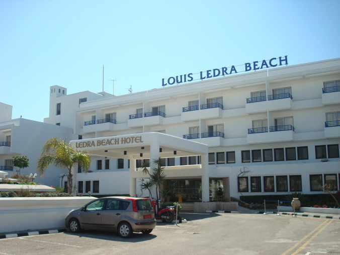 201104_Paphos_Ledra_Beach_Coral__16_-1