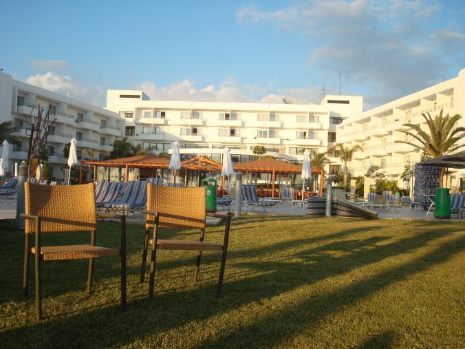 201104_Paphos_Ledra_Beach_Coral__21_-1