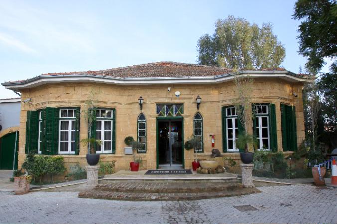 Chateau Status Restaurant