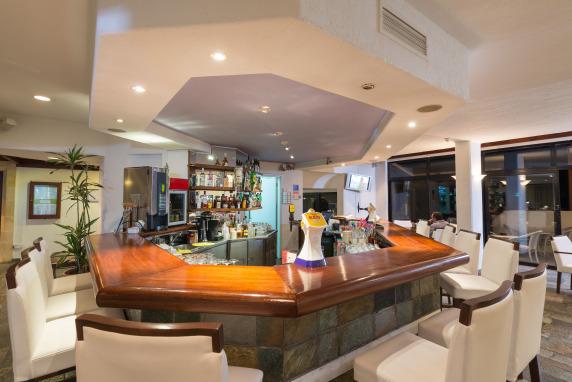 Paphos Gardens Lounge Bar