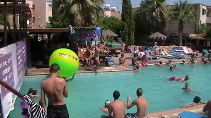 kalypso pool party2